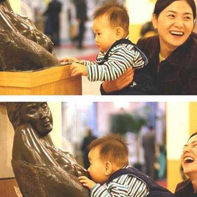 hilarious-baby-nursing-scultpure-breastfeeding
